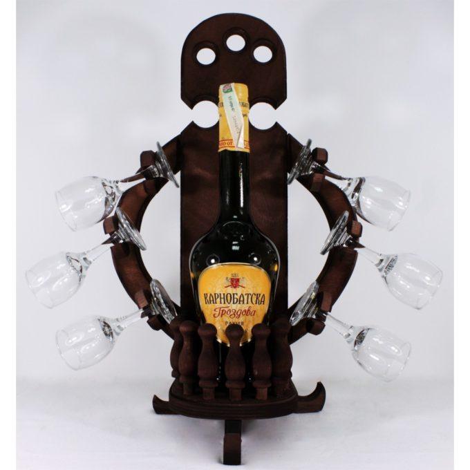 Декоратива стойка с ракия и шест чаши