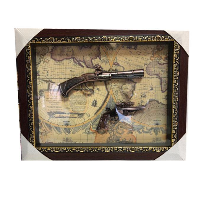 Декоративна картина с оръжия