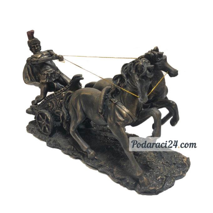 """Статуетка """"Римски войн с колесница"""""""